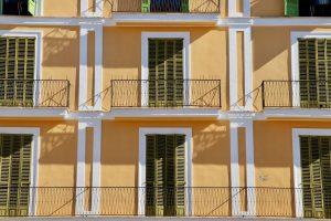 Hausfassade am Plaça Major, Palma de Mallorca, Spanien