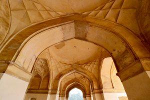Torbögen am Akbar-Mausoleum, Agra, Indien
