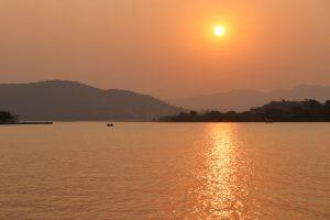 Sonnenuntergang in Udaipur, Indien