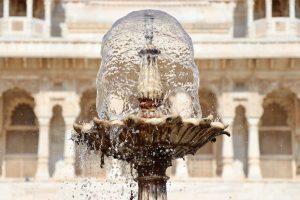 Brunnen am Jaswant-Thada-Mausoleum, Jodhpur, Indien