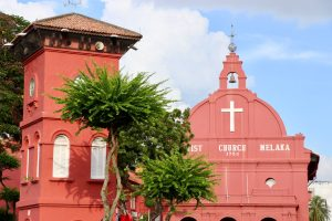 Glockenturm und Kirche in Malakka, Malaysia