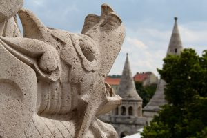 Drachenskulptur an der Fischerbastei, Budapest, Ungarn