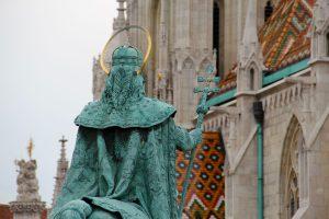 Statue von Stephan I. vor der Matthiaskirche, Budapest, Ungarn