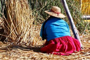 Urus-Frau auf dem Titicacasee, Peru