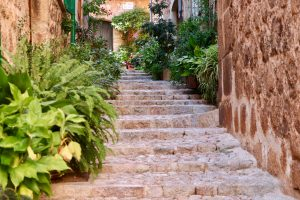 Gasse in Fornalutx, Mallorca, Spanien