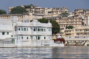 Palast im Pichola-See, Udaipur, Indien