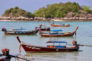 Langboote auf Ko Lipe, Thailand