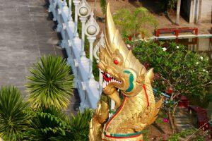 Dekoration an einem buddhistischen Tempel in Krabi, Thailand