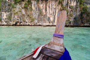 Langboot auf Ko Phi Phi Leh, Thailand