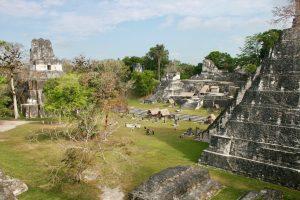 Großer Platz von Tikal, Petén, Guatemala