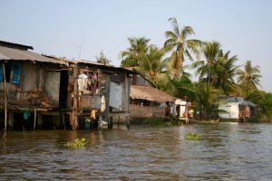 Häuser am Ufer des Mekong, Vietnam