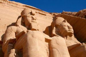 Ramses-Statuen vor dem Großen Tempel von Abu Simbel, Ägypten