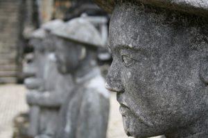 Steinfiguren am Grabmal des Khải Định, Vietnam