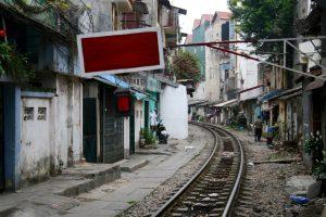 Bahnübergang in Hanoi, Vietnam