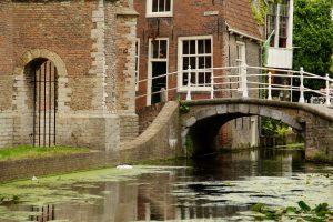 Kanal in Delft, Südholland, Niederlande