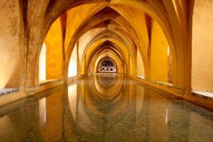 Zisterne im Alcázar von Sevilla, Andalusien, Spanien