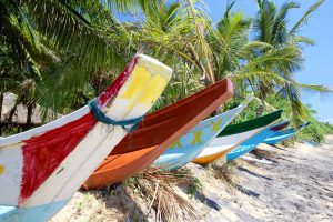 Boote am Strand von Mirissa, Sri Lanka